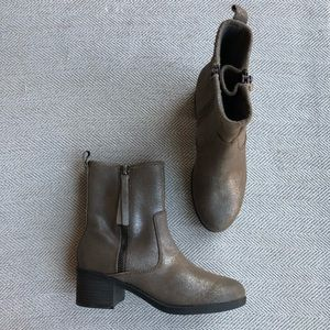 Clarks Collection Nevella Bootie Soft Cushion Sz6